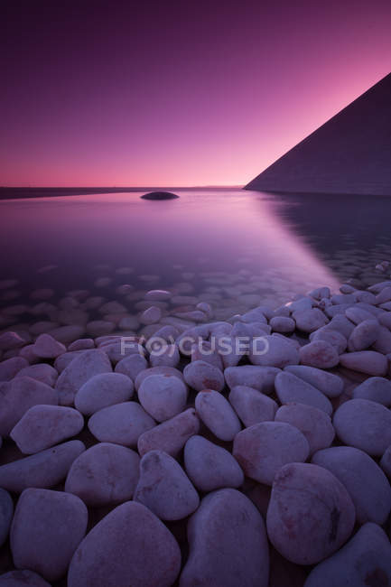 Scenic view of pebbles and still reservoir, Lisbon, Portugal — Stockfoto