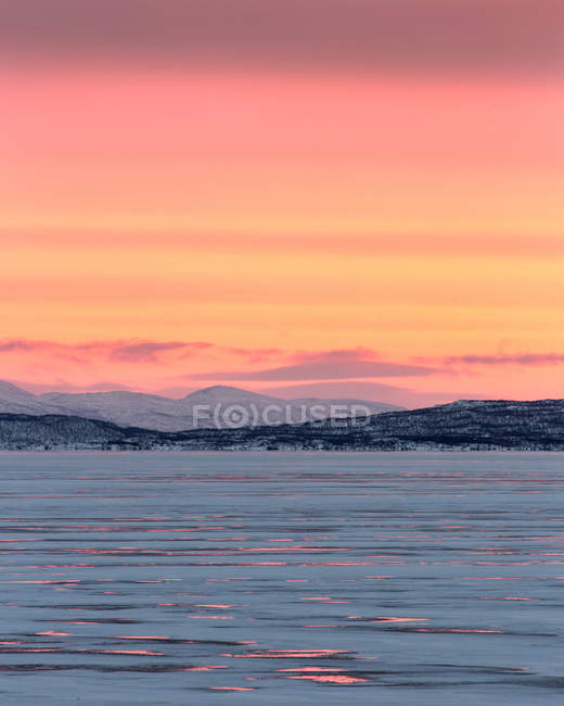 Sunrise over frozen lake of Tornetrask in Lapland Arctic, Lapland, Sweden — Stock Photo