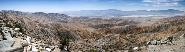 Panoramique Joshua Tree Park surplombant la faille de San Andreas, Californie, États-Unis — Photo de stock