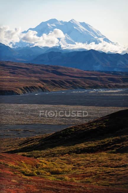 Vista panorâmica do majestoso pico do Monte Mckinley, Parque Nacional Denali, Alasca, Estados Unidos da América — Fotografia de Stock