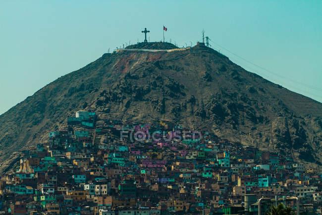 Живописный вид Сан Кристобель и склоне трущоб, Лима, Перу — стоковое фото
