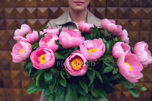 Close-up Woman holding bouquet of beautiful pink flowers — Stock Photo