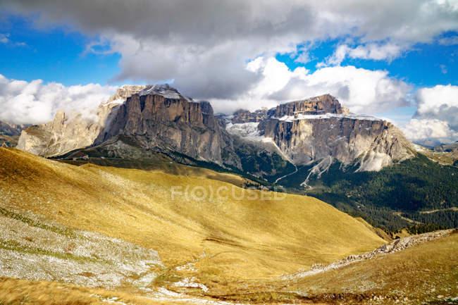 Vue majestueuse sur les montagnes de Dolomite, Tyrol du Sud, Italie — Photo de stock