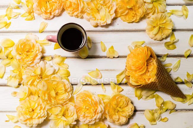 Yellow roses, Conceptual  ice-cream cone and cup of coffee — Stock Photo