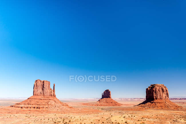 Scenic view of rock formations in desert, Monument valley, Arizona, America, USA — Stock Photo