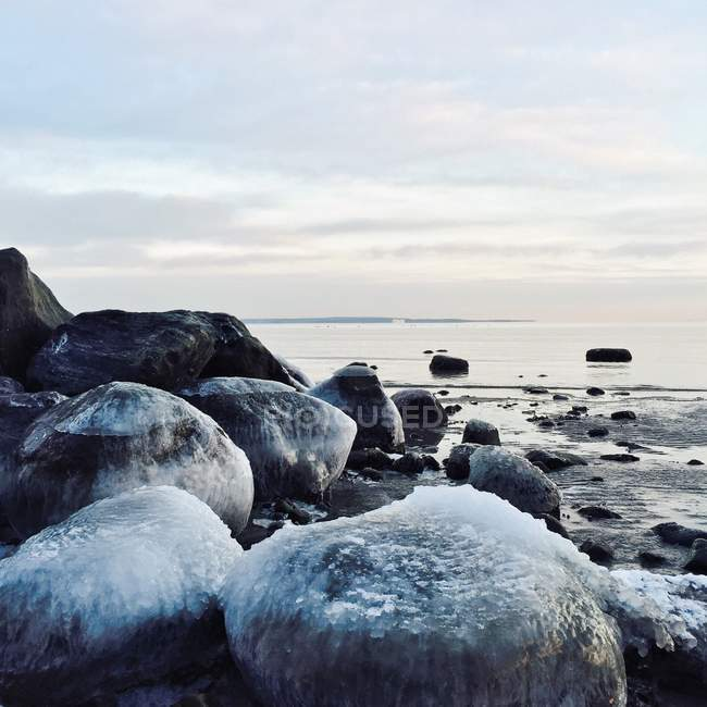 Ice covered rocks at the beach, Ringshaug, Tonsberg, Norway — Stock Photo
