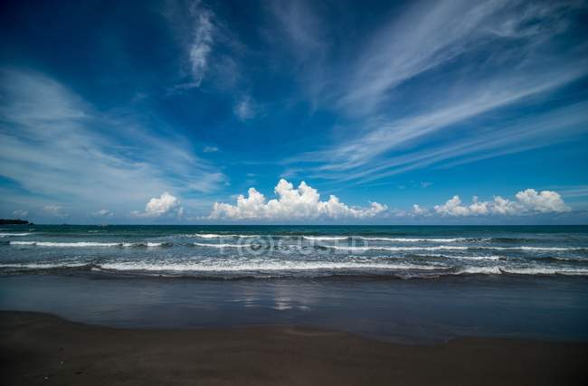 Scenic view of beach and ocean landscape, Philippines — Stock Photo