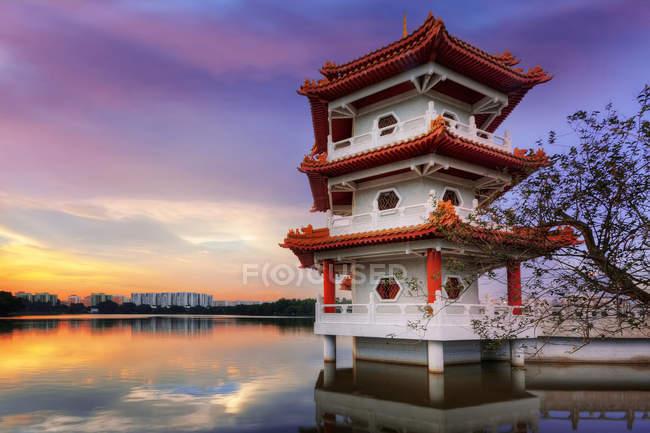 Sonnenuntergang mit Pagode im chinesischen Garten, Singapur — Stockfoto