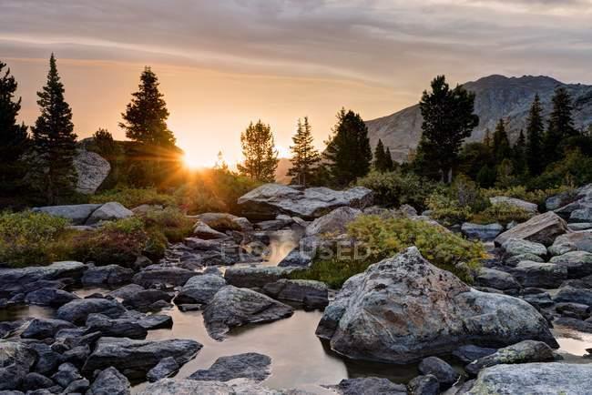 Malerische Aussicht auf den Sonnenaufgang von Hooker Creek, Wyoming, America, Usa — Stockfoto
