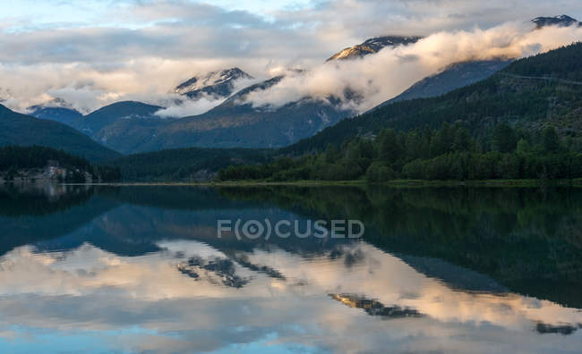 Scenic view of mountain reflection in green Lake, Whistler, British Columbia, Canada — Stock Photo