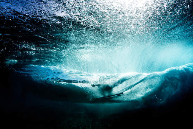 Underwater view of Surfer on Banzai Pipeline, Hawaii, USA — Stock Photo