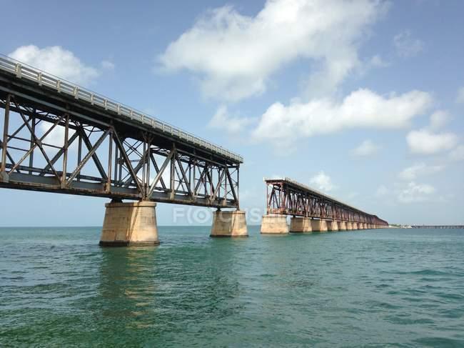 EE.UU., Florida, Bahaia Honda Key, viejo ferrocarril Flagler, ahora popular sitio de buceo y uno de los mejores parques estatales - foto de stock