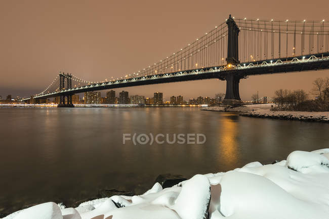 Manhattan bridge à partir de Brooklyn, New York, USA — Photo de stock