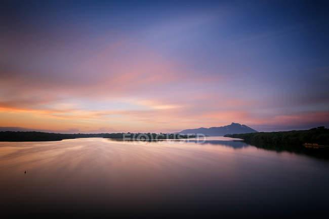 Malerischer Blick auf den Sabaudiasee bei Sonnenaufgang, Italien, Latium, Latina, Circeo Nationalpark — Stockfoto