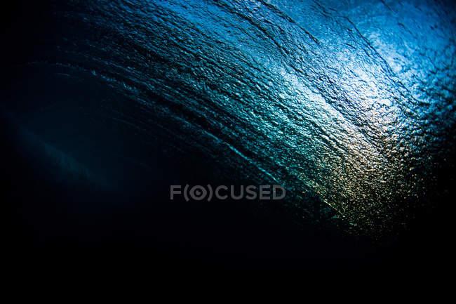 Абстрактный взгляд на текстуру воды из-под поверхности океана — стоковое фото