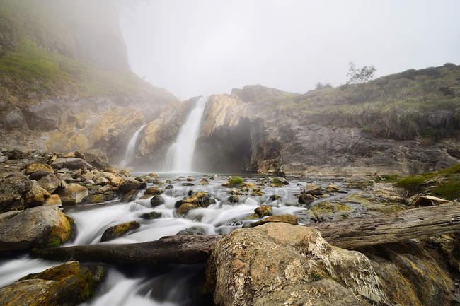 Scenic view of Aik Kalak waterfalls, Rinjani, West Nusa Tenggara, Indonesia — Stock Photo