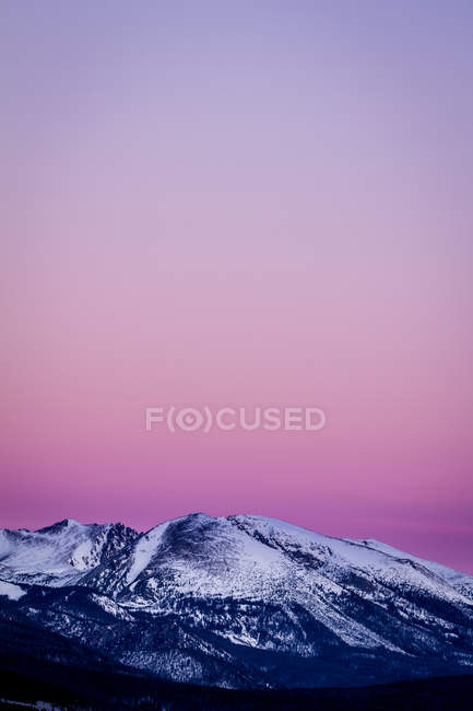 Scenic view of majestic pink sky over rocky mountains — Stock Photo