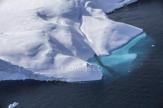 Vista aérea de bonitos icebergs na Groenlândia — Fotografia de Stock