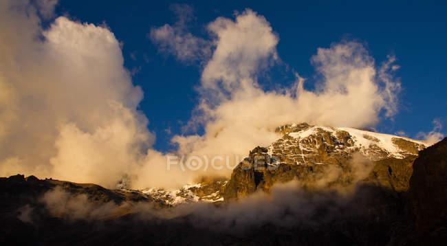 Vista panorámica de la luz por la tarde en Mt Kilimanjaro, Tanzania - foto de stock