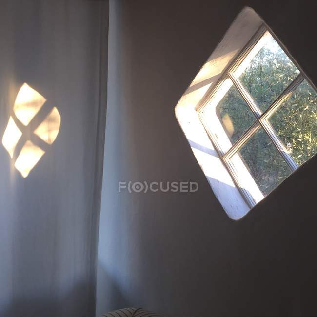 Indoors view of diamond window reflected in curtain — Stock Photo