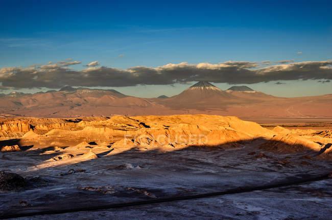 Мальовничим видом Valle de la Luna, пустеля Атакама, Чилі — стокове фото