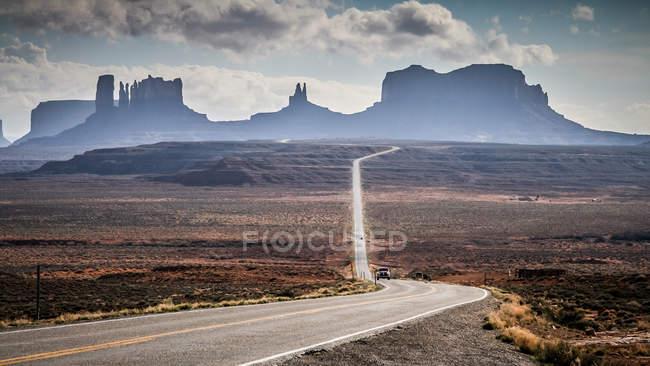 Vista panorâmica da estrada para Monument Valley, Arizona, América, EUA — Fotografia de Stock