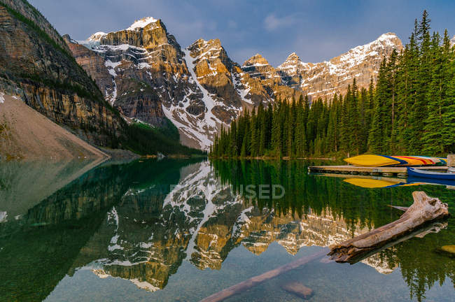 Moraine Lake and Canadian Rockies, Banff National Park, Alberta, Canada — Stock Photo