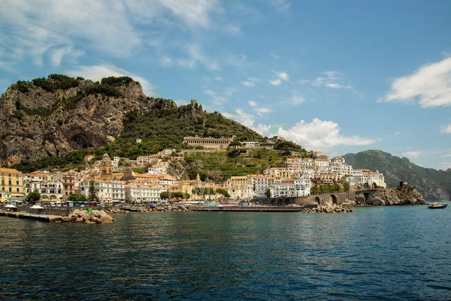 Vista panorámica de la costa de Amalfi, Campania, Italy - foto de stock