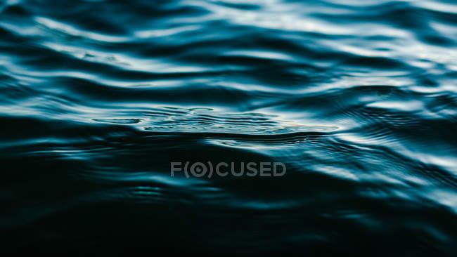 Nahaufnahme des schönen blauen Meer Hintergrund — Stockfoto