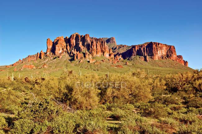 Vista panorâmica de Superstition Mountains, Lost Dutchman State Park, Arizona, EUA — Fotografia de Stock