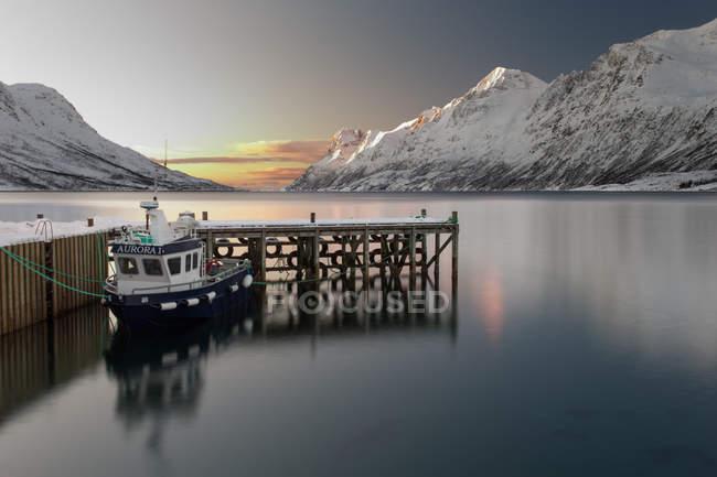 Paisagem vista do barco Aurora no Fiorde perto de Tromsa, Noruega — Fotografia de Stock