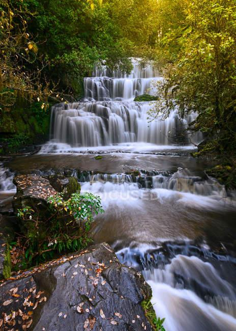 Величний purakaunui падає восени, Отаго, Нова Зеландія — стокове фото