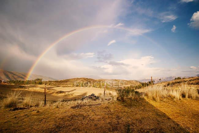 Vista panoramica dell'arcobaleno a Cusco, Perù — Foto stock
