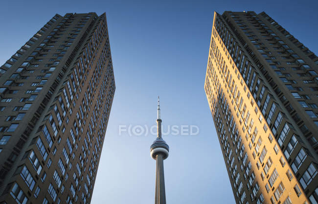 Low angle view of CN Tower framed between two skyscrapers, Toronto, Ontario, Canada — Stock Photo