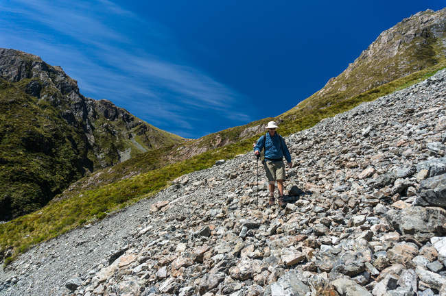 Man walking Across a Scree Slope in Arthurs Pass National Park, New Zealand — Stock Photo