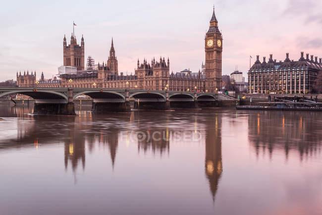 Vue panoramique des chambres du Parlement et de Big Ben, Londres, Angleterre, RU — Photo de stock