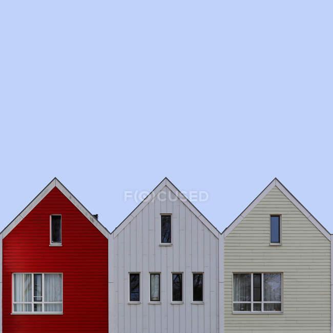 Primer plano de tres casas en una fila, Amsterdam, Holanda - foto de stock