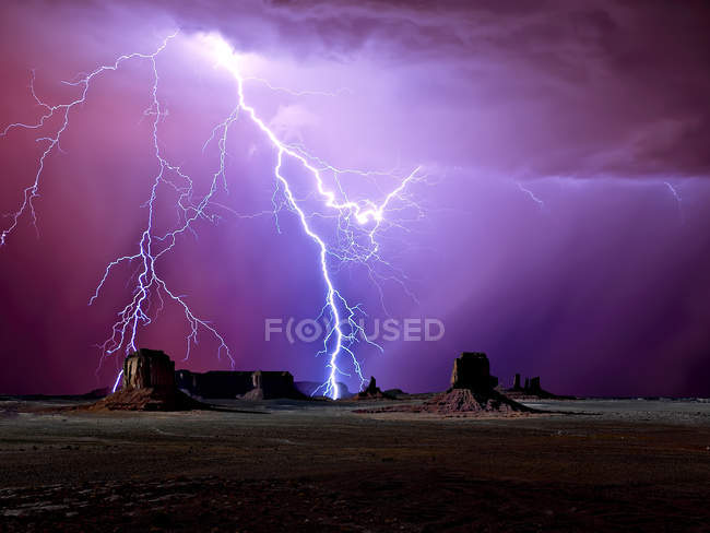 Scenic view of majestic lightning over Monument Valley, Arizona, America, USA — Stock Photo