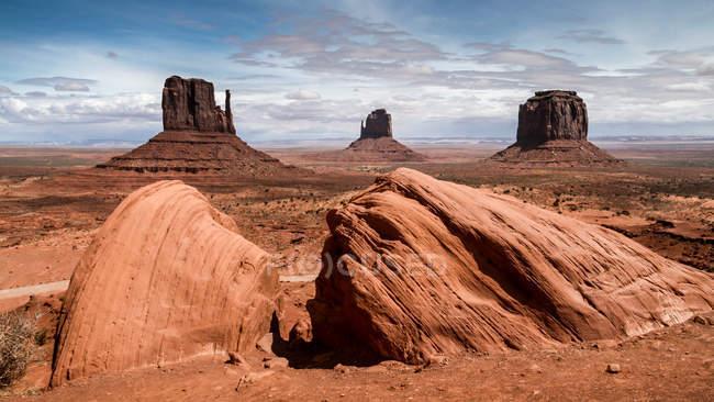 Мальовничий вид на величні Долина монументів, штат Арізона і Юта, США — стокове фото
