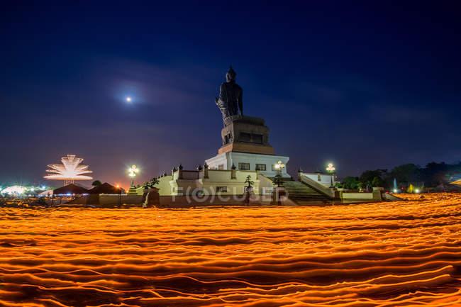 Kerze winken Ritual am Vesak Tag, Thailand — Stockfoto
