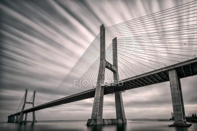 Vista panorámica del puente Vasco da Gama, Lisboa, Portugal - foto de stock