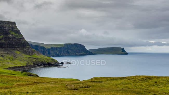 Malerischer Blick auf die Küste in der Nähe von Nistpunkt, Insel Skye, Schottland, Großbritannien — Stockfoto