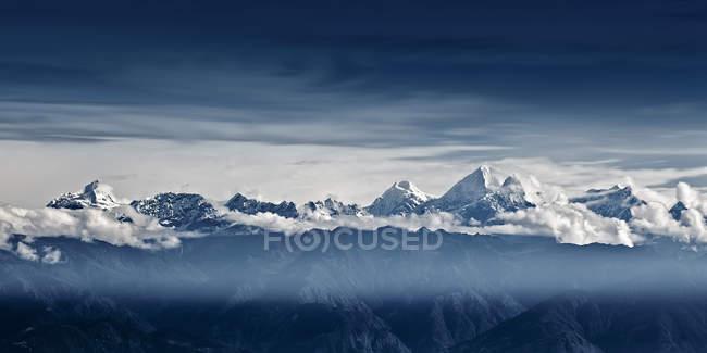 Живописный вид на величественные Гималаи, Непал — стоковое фото