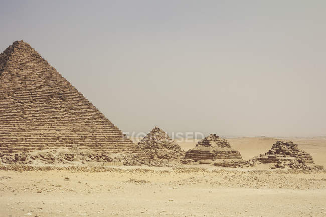 Cenic view of Pyramids at Giza, Cairo, Egypts — Stock Photo