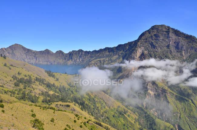 Мальовничий вид на гори Rinjani, Ломбок, захід Нуса Тенгара, Індонезія — стокове фото