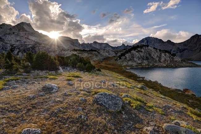 Puesta de sol desde la cuenca de Baptiste, bosque nacional Bridger-Teton, Wyoming, Usa - foto de stock