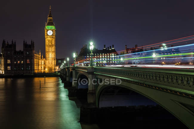 Світло трас на Вестмінстерський міст, Лондон, Великобританія — стокове фото