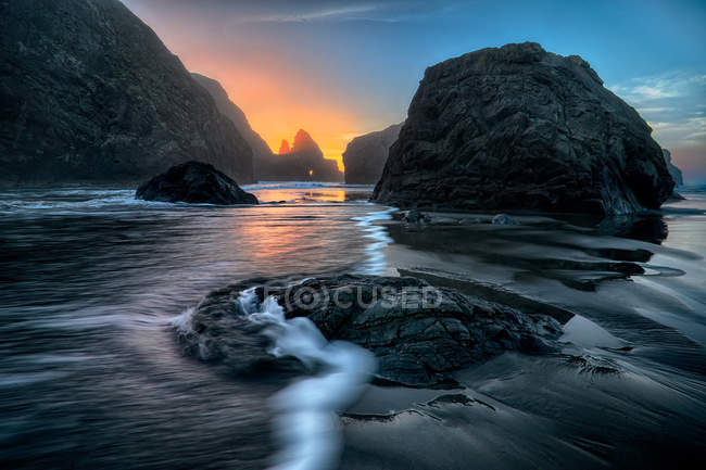 Vue panoramique sur les rochers de Gold Beach, Oregon, USA — Photo de stock