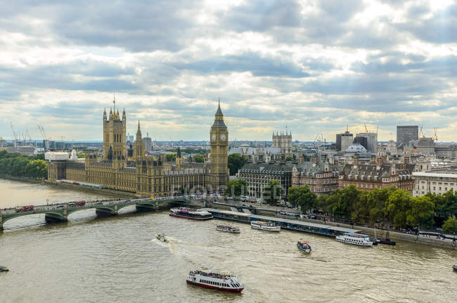 Elevated view of Big Ben, Houses of Parliament and river thames — Stock Photo