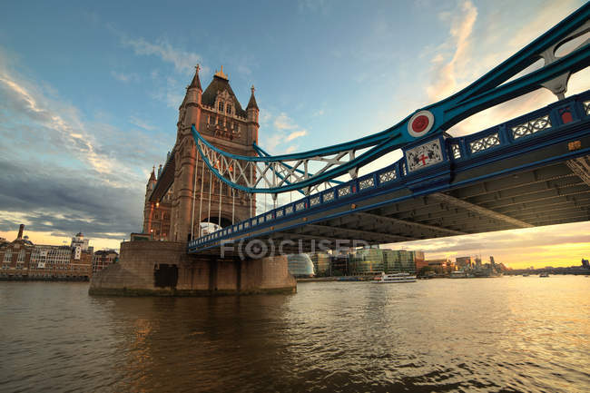 Vue panoramique de tower bridge au coucher du soleil, Londres, Angleterre, Royaume-Uni — Photo de stock